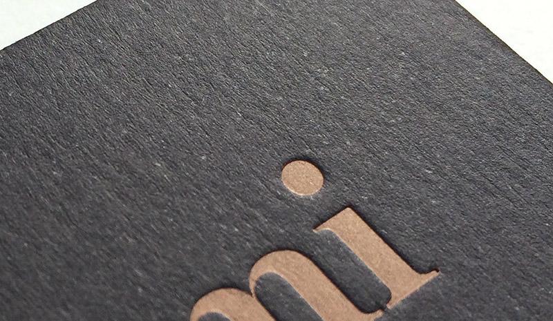 Impression 1 Pantone Cuivre Metallise En Debossage Recto Verso Papier Noir 2 X 300 G